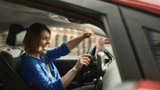 Cantare in auto: l'alleato contro lo stress