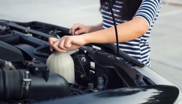 Donne e motori: 10 regole d'oro per la sicurezza dell'auto