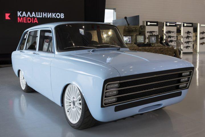 La Russia punta il mirino su Tesla con…un Kalashnikov!
