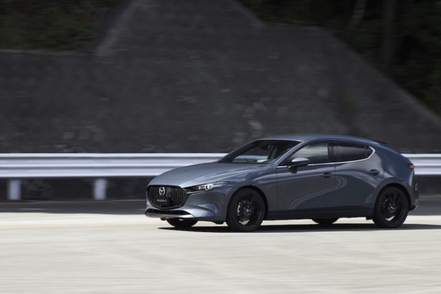 12_All-New-Mazda3_5HB_EXT_Polymetal-Gray-Metallic_hires