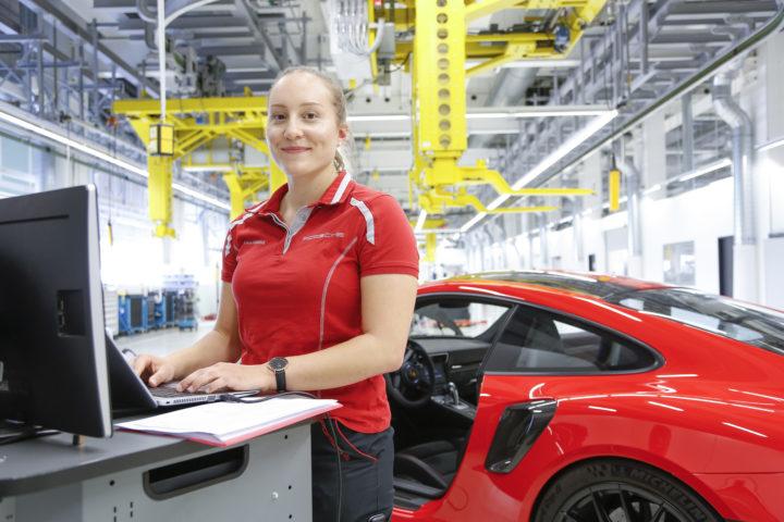 Porsche: cercasi donne referenziate