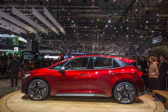 SEAT-kicks-off-its-e-mobility-offensive-in-Geneva_03_HQ