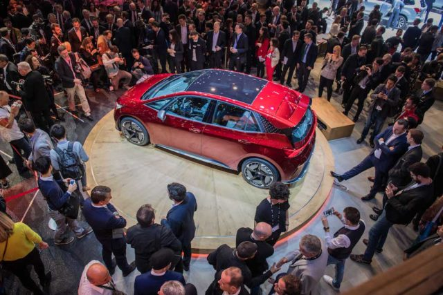 SEAT-kicks-off-its-e-mobility-offensive-in-Geneva_07_HQ