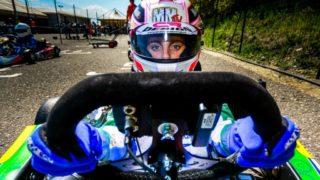 Sofia Necchi: giovani pilote crescono al volante di un go-kart negli Emirati Arabi