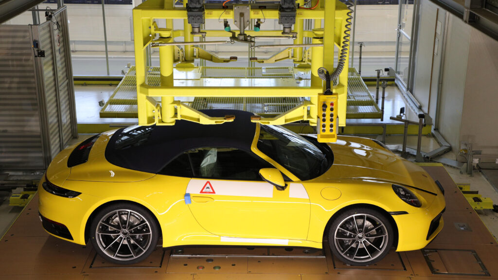 Puoi seguire la costruzione della tua Porsche online