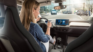 Colonnina a portata di smartphone: Bosch semplifica la vita di chi guida green