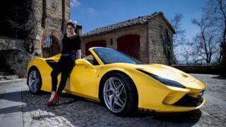 Ferrari F8 Spider, il nuovo bolide a cielo aperto fa magie